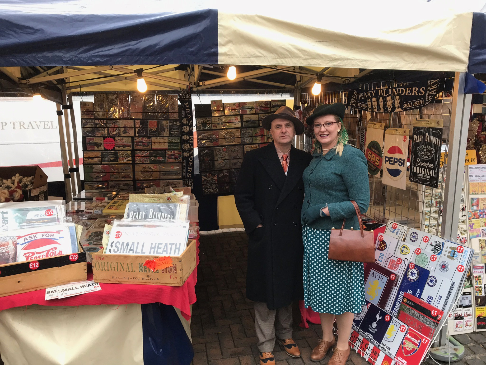 SELLING RETRO PRODUCTS & ATTRACTING RETRO PEOPLE